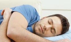 Как правильно лежать и спать при геморрое?